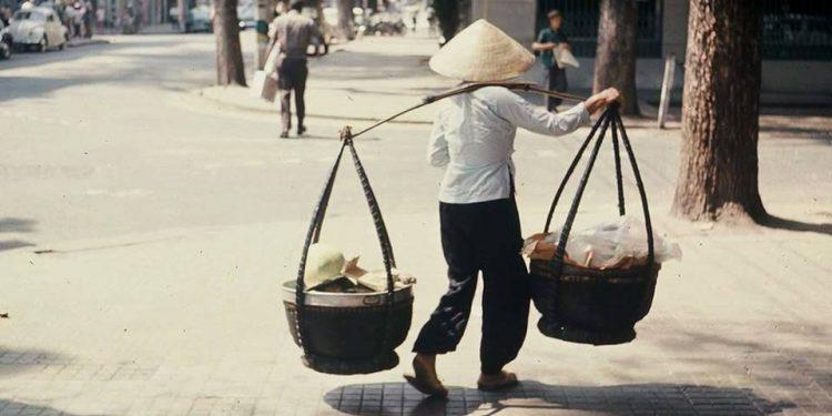 Cái đòn gánh, hình ảnh quen thuộc của người cần lao
